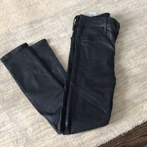 ABERCROMBIE & FITCH Coated black denim jeans